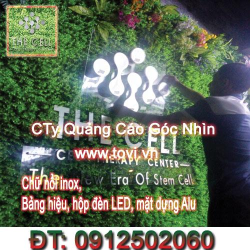 gan-logo-inox-tren-tham-co-vach-tuong-co-cay