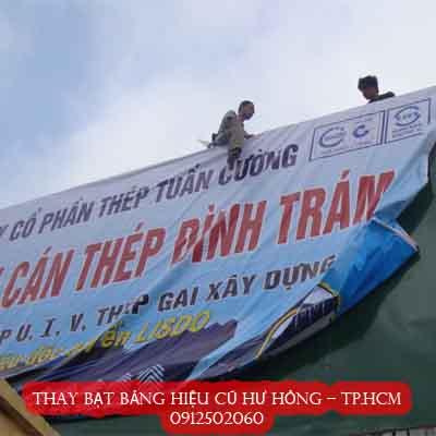 thay mới bạt bảng hiệu cũ hư hỏng bạc màu ở quận Tân Bình